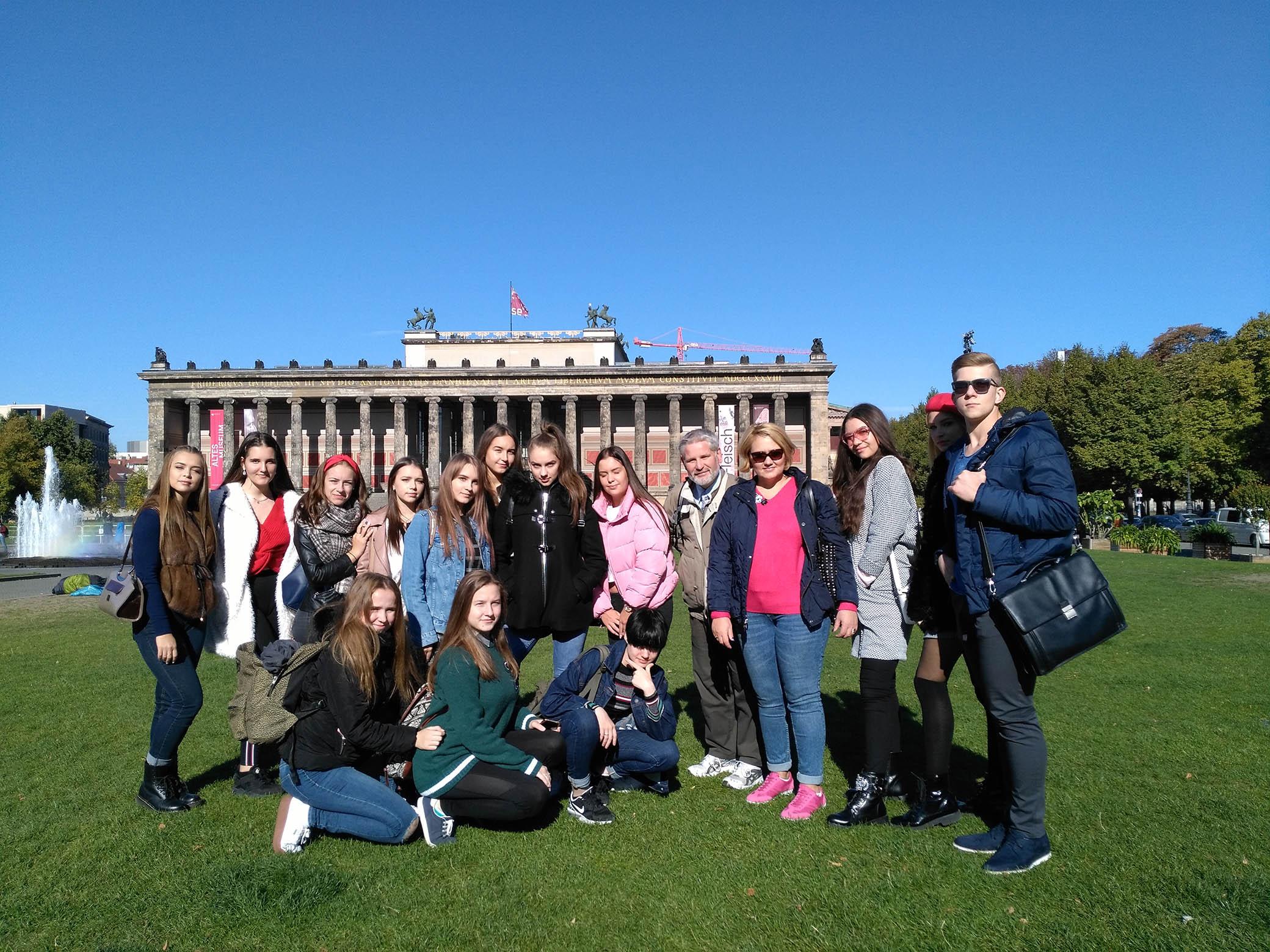 Was macht das Hebel-Gymnasium in Berlin?
