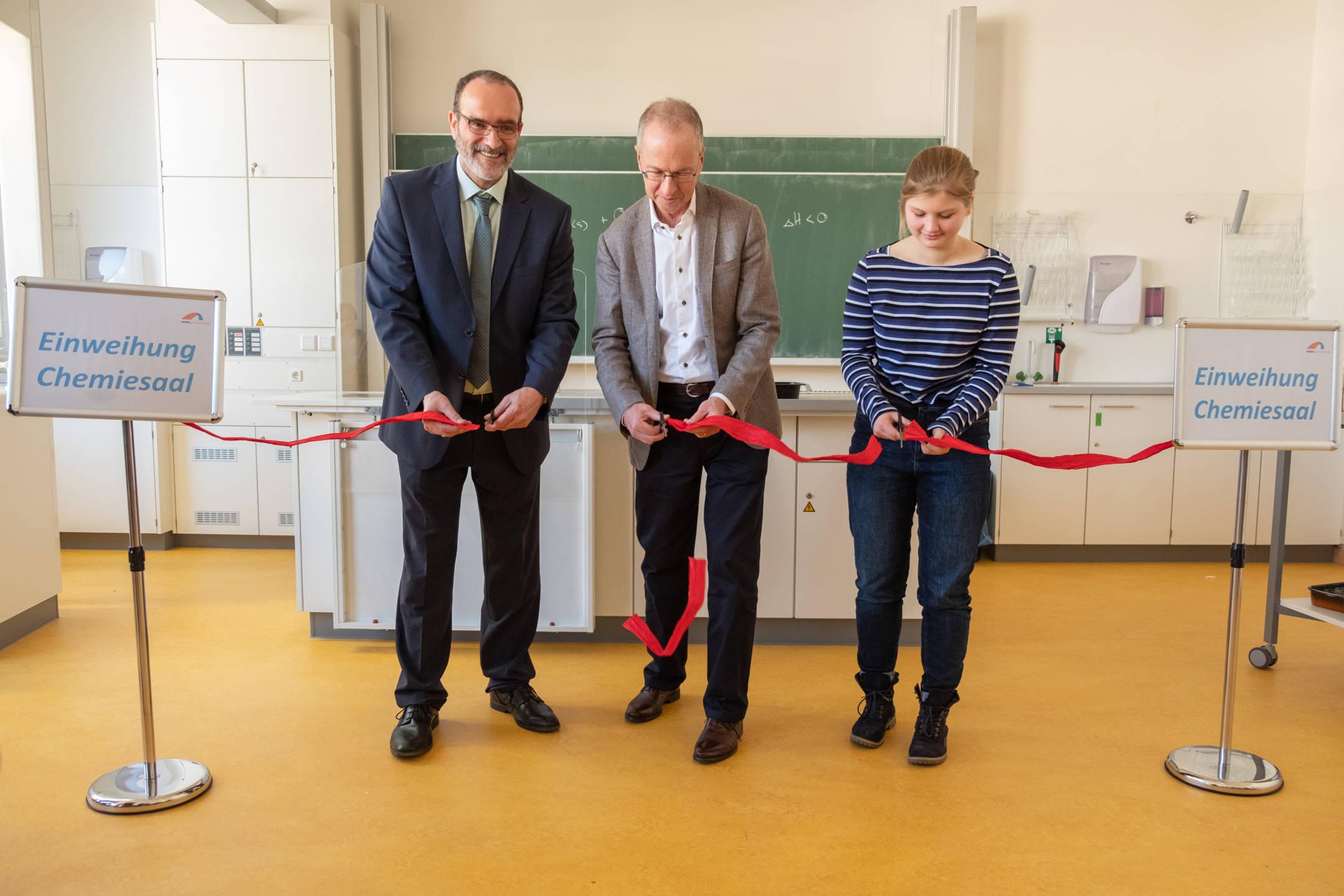 Neuer Chemiesaal feierlich eingeweiht